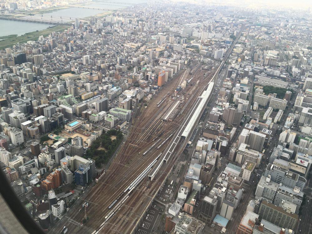 飛行機の機内から新大阪駅
