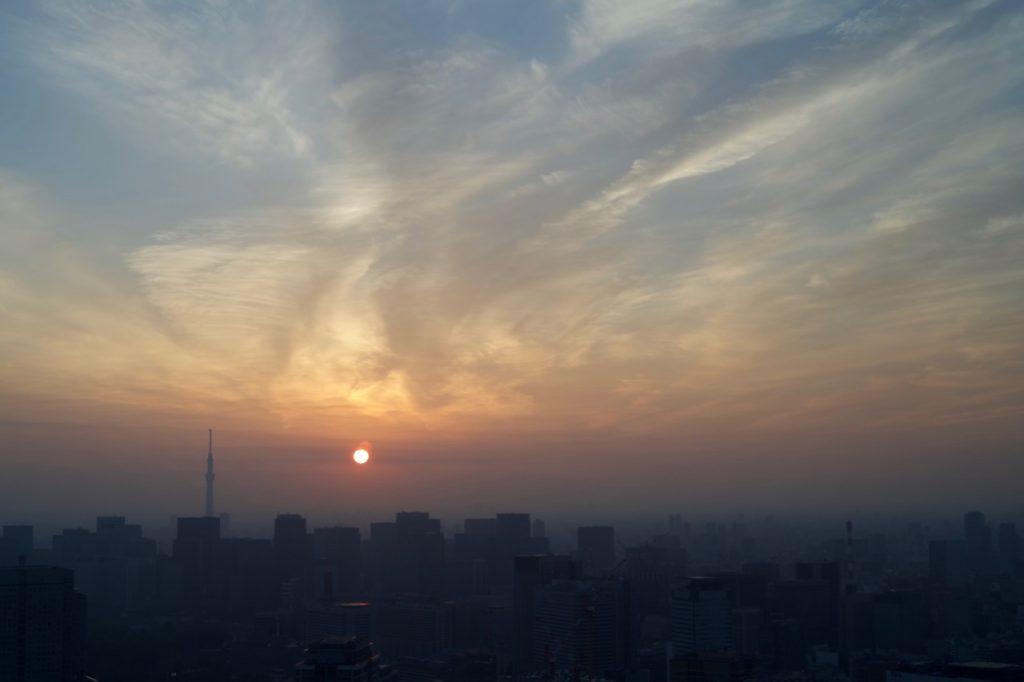 リッツカールトン53階最上階からの朝焼け