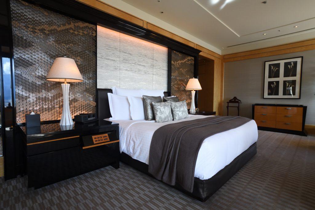 リッツカールトン東京のプレジデンシャルスイートのベッドルーム写真